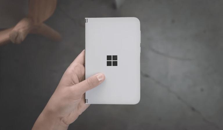 Microsoft Surface Duo zugeklappt