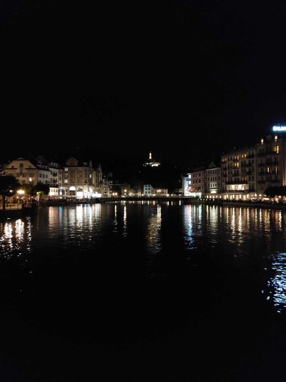 LG Vevlet Nachtaufnahme Luzern ohne Nachtmodus