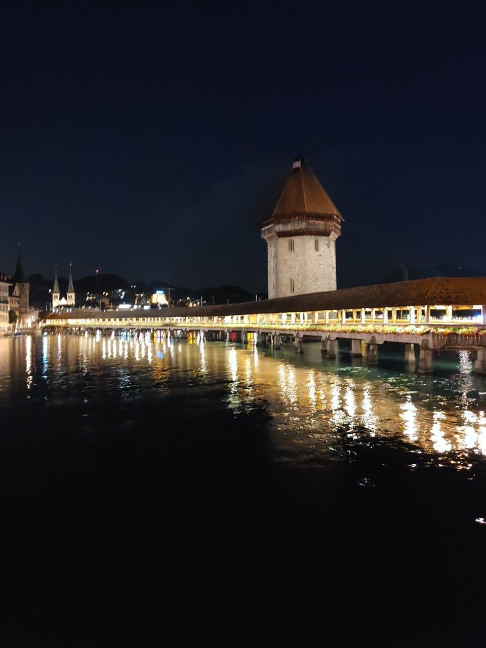 LG Vevlet Nachtaufnahme Kappelbrücke mit Nachtmodus